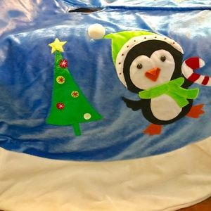 Penguins with Christmas trees tree skirt. NWOT
